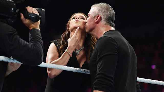 Каково отношение к Шейну МакМэну за кулисами WWE?