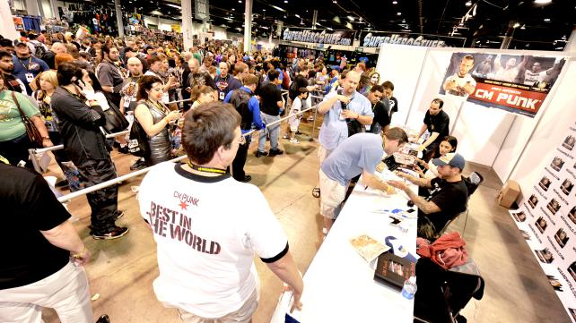 CM Punk посетил Wizard World Chicago Comic Con.