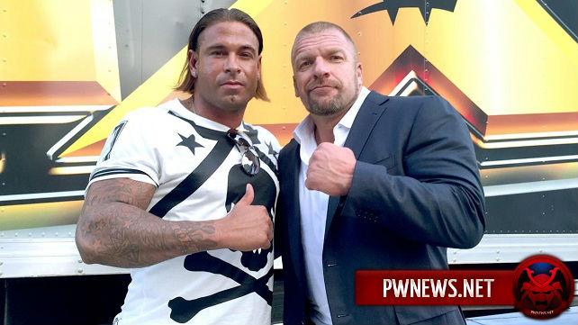 WWE подписали известного бывшего футболиста