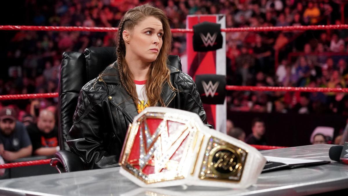 На сколько рассчитан контракт Ронды Раузи с WWE?