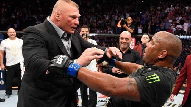 Брок Леснар ворвался в октагон на UFC 226 и столкнулся с Даниэлем Кормье