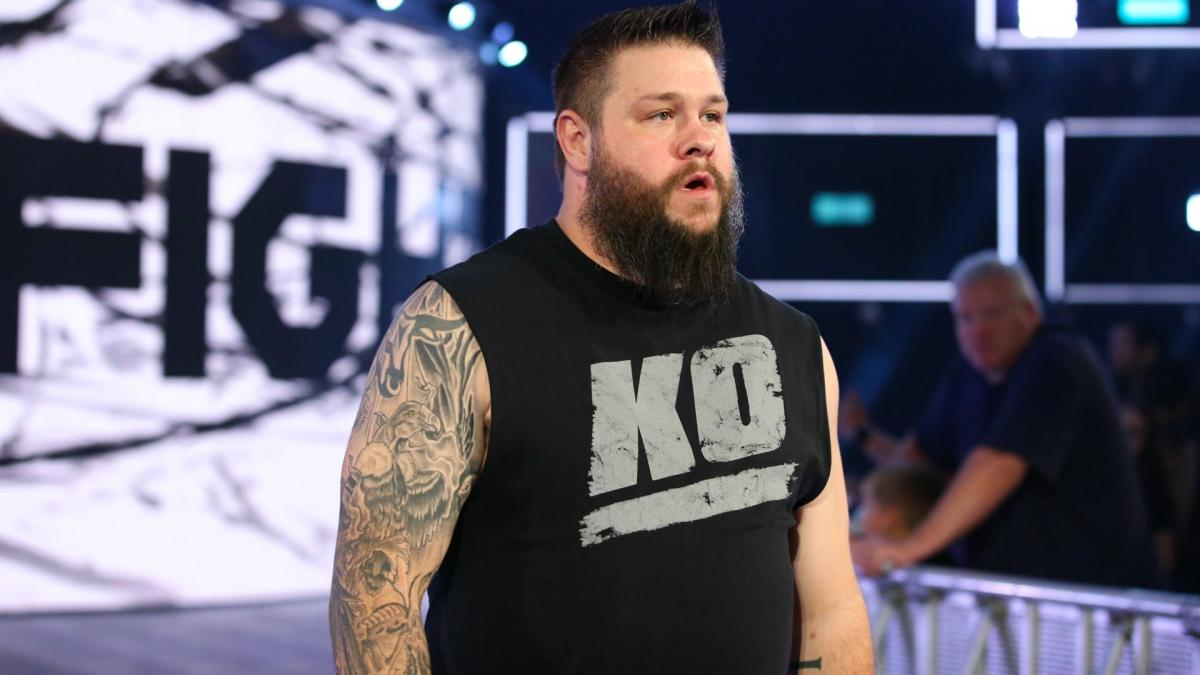 WWE вырезали момент со средним пальцем Кофи Кингстона на SmackDown; Образ Кевина Оуэнса вновь претерпел изменения